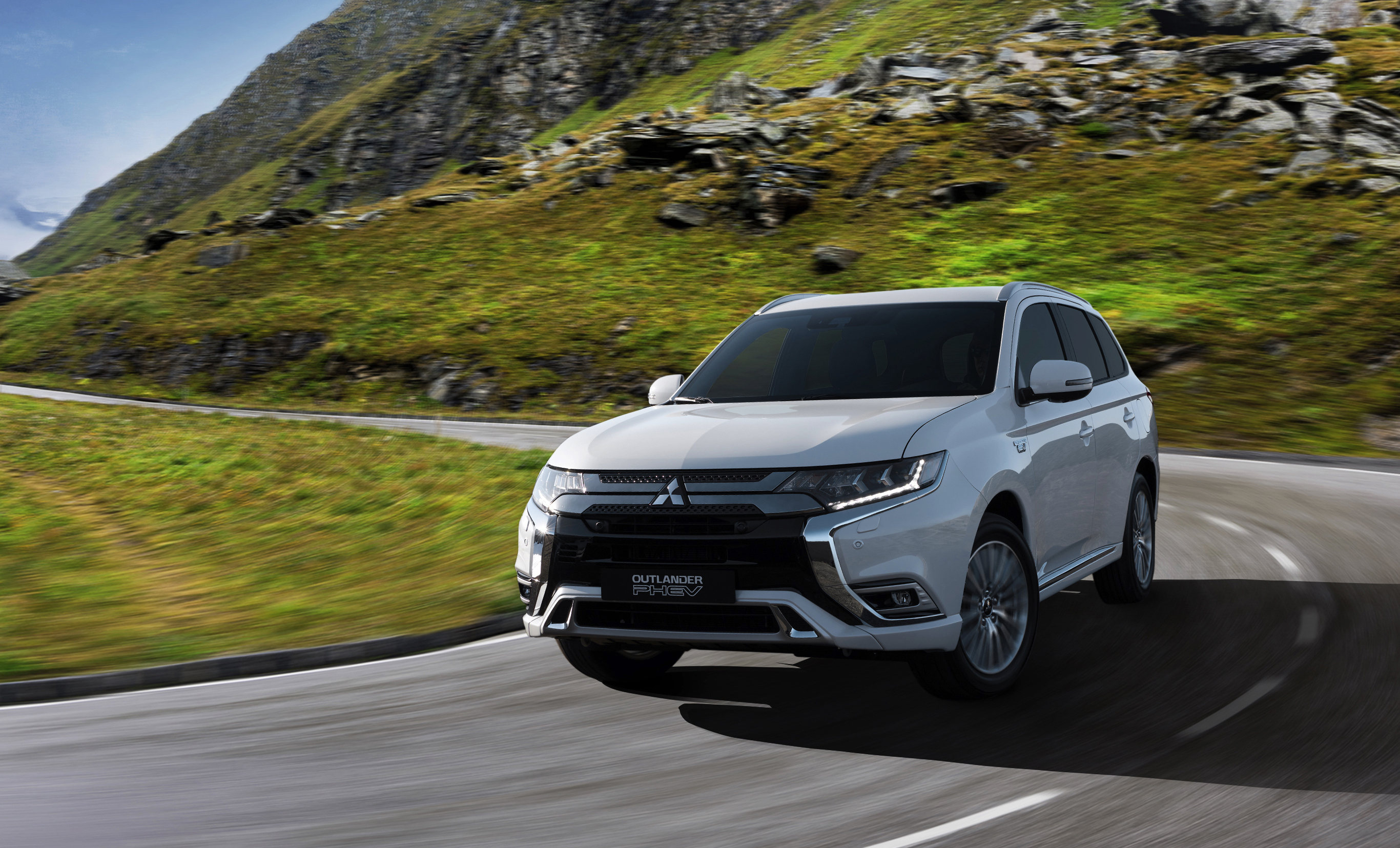 crossovers on winding cross where direction can pretty com the autoguide eclipse good changes other a mitsubishi crossover and first review clumsy quick during drive felt feel manufacturer