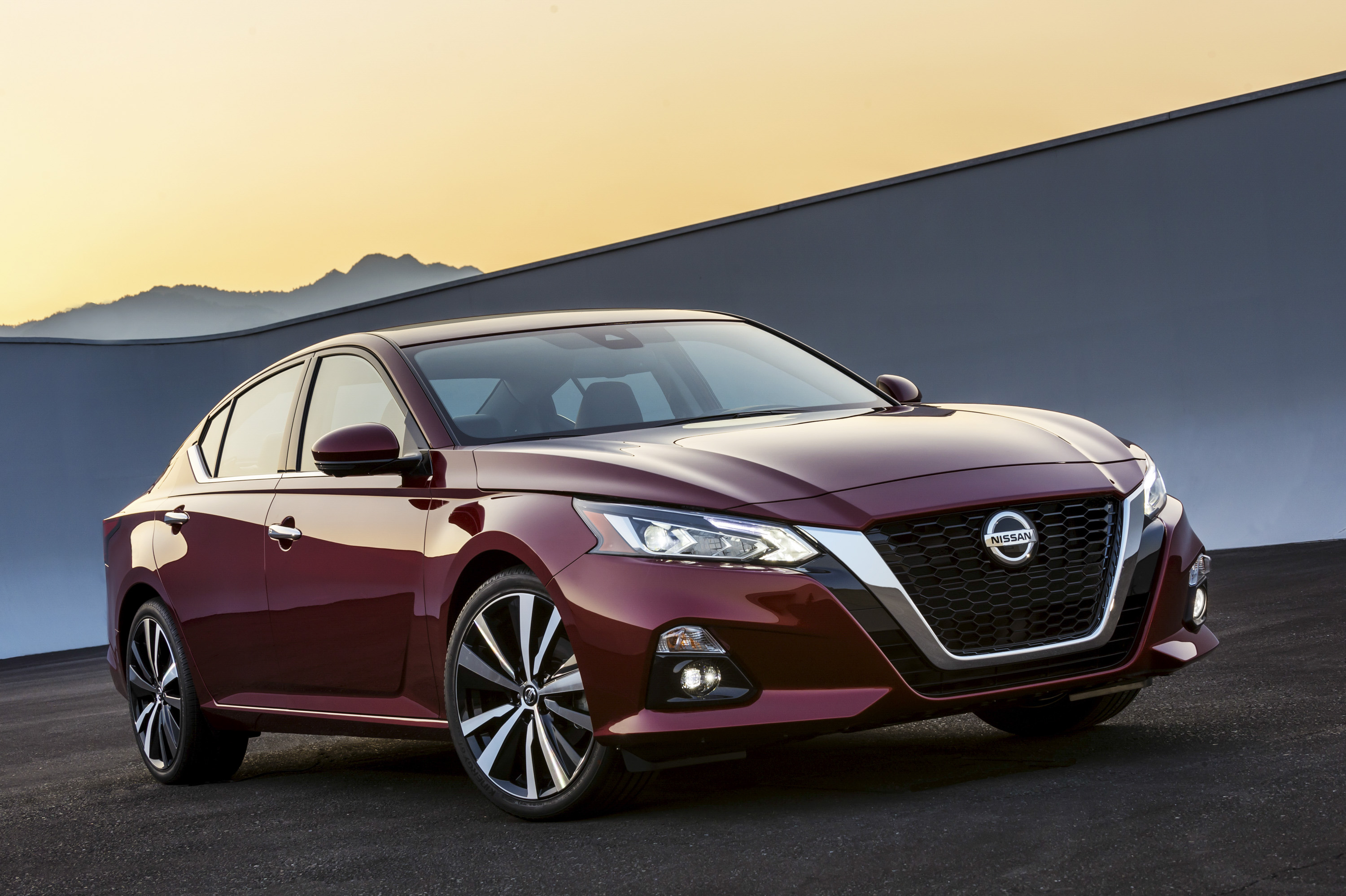 cars review specs new altima reviews sv prices car qatar in sentra front nissan