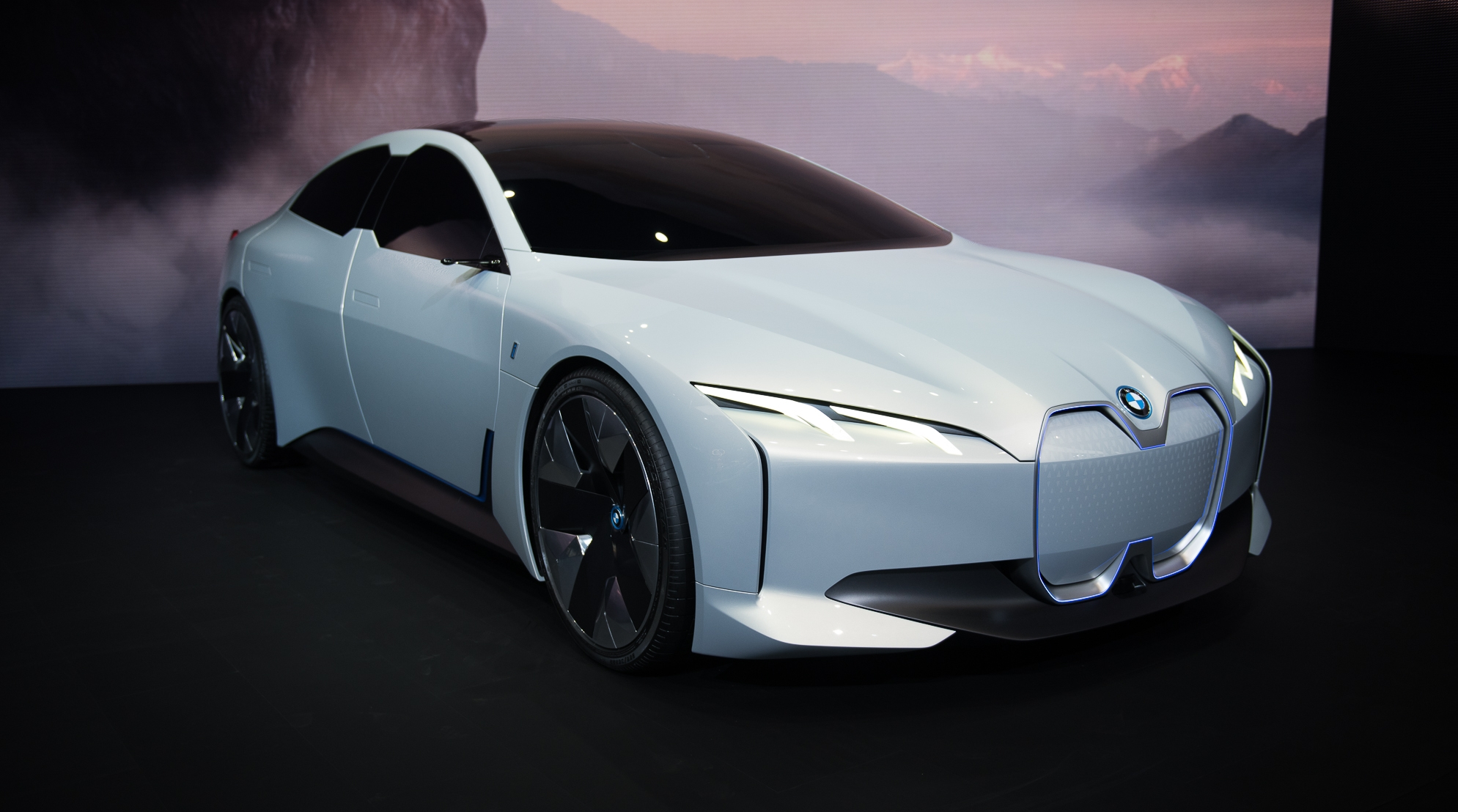 Bmw I8 Top Speed >> BMW's Tesla-Beating I4 Could Have Between 340 And 435 Miles Of Range | Top Speed