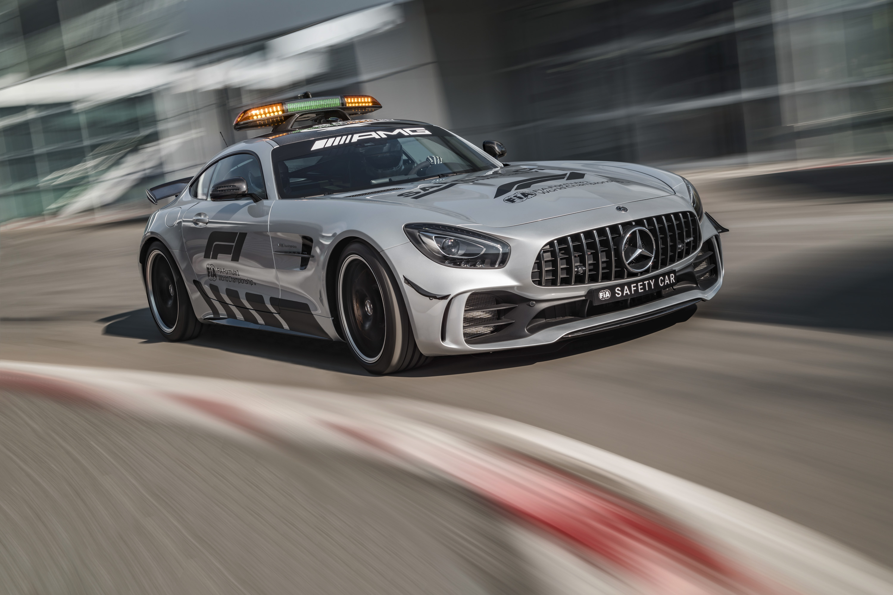 2018 Mercedes-AMG GT R Formula 1 Safety Car | Top Speed