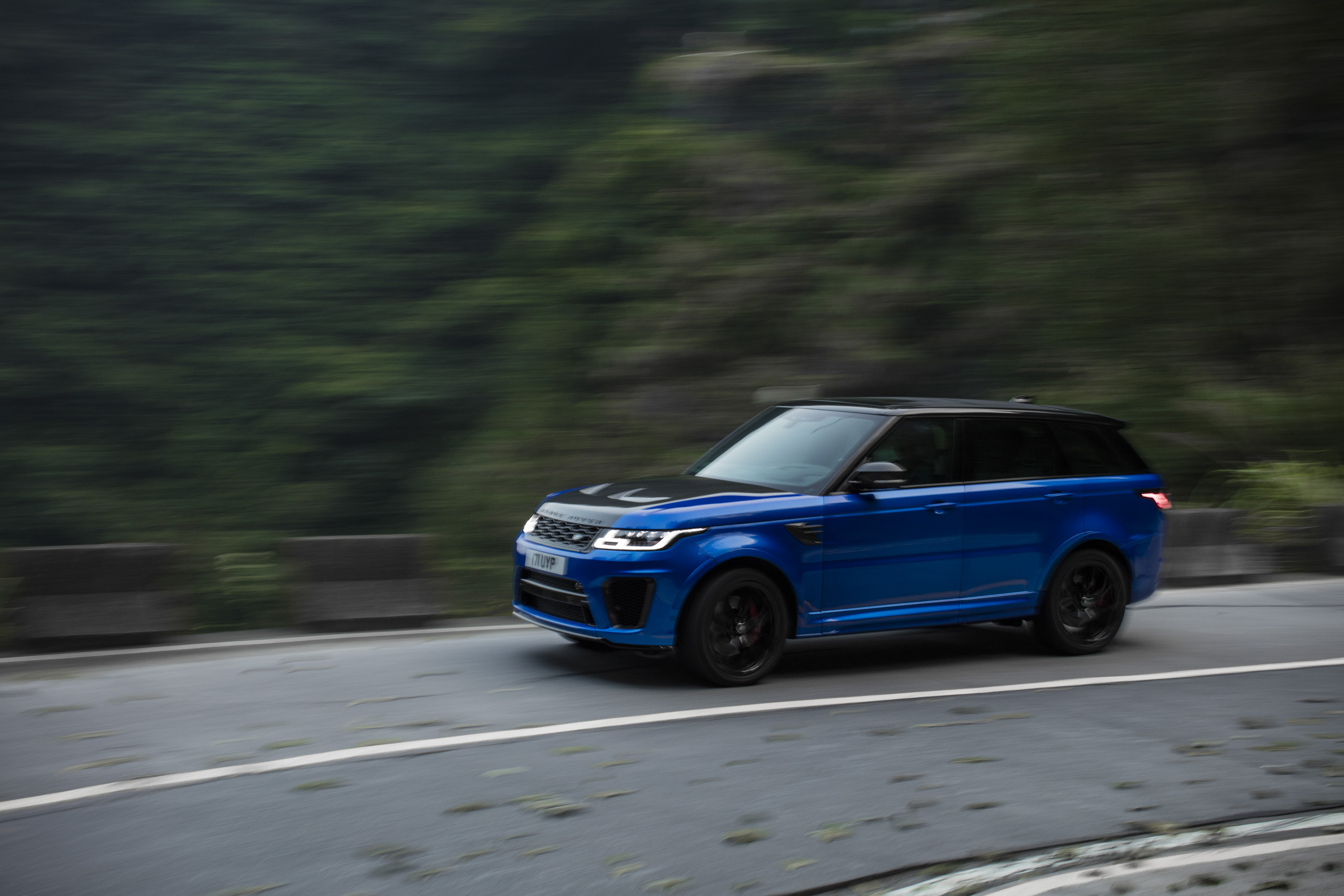 Video Of The Day Did The Range Rover Sport Just Take The Tianmen