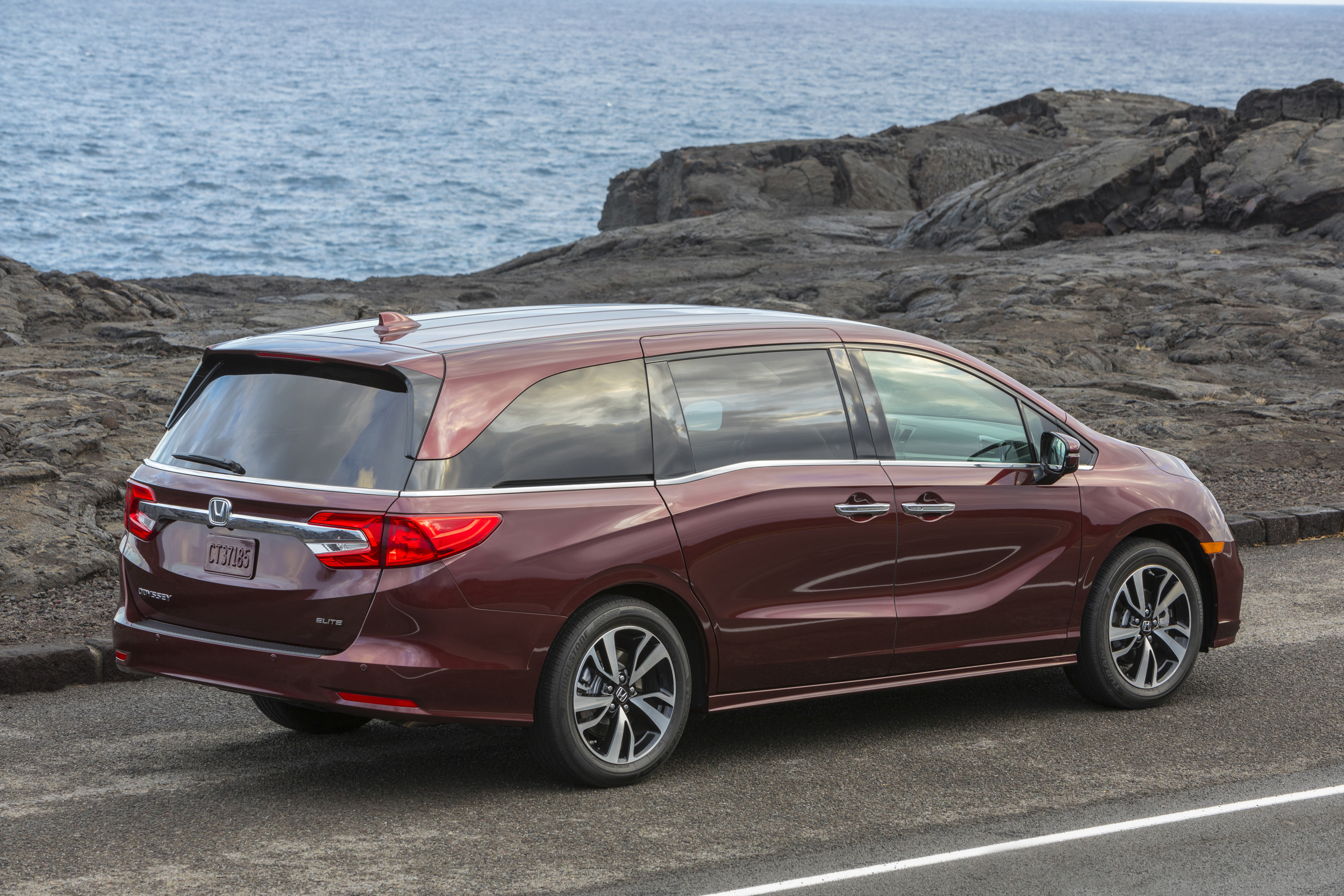 2019 Honda Odyssey Review And Release Date >> Honda Brings Nothing New To The Odyssey For 2019 Except Higher