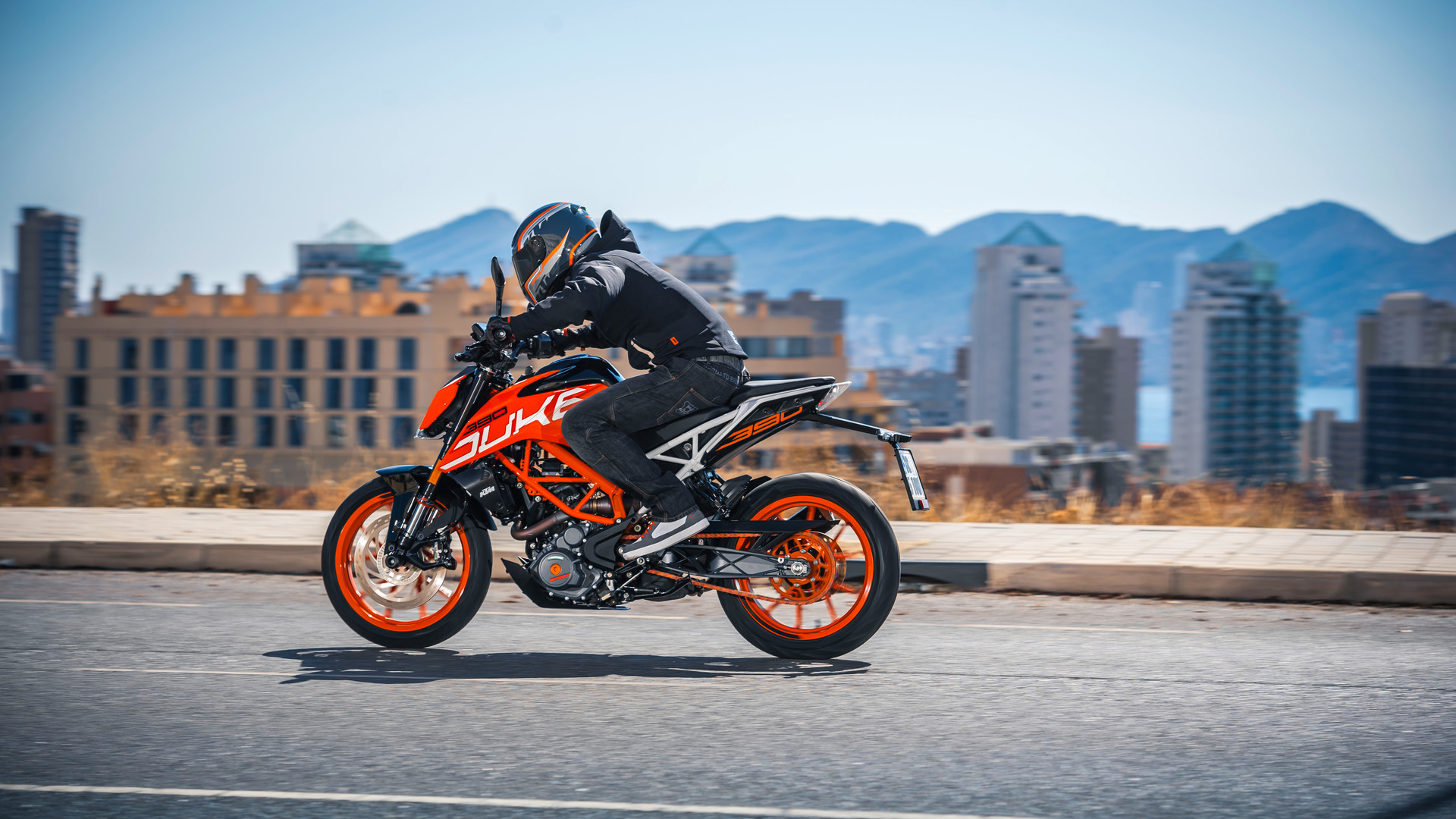 2017 2018 Ktm 390 Duke Pictures Photos Wallpapers Top Speed