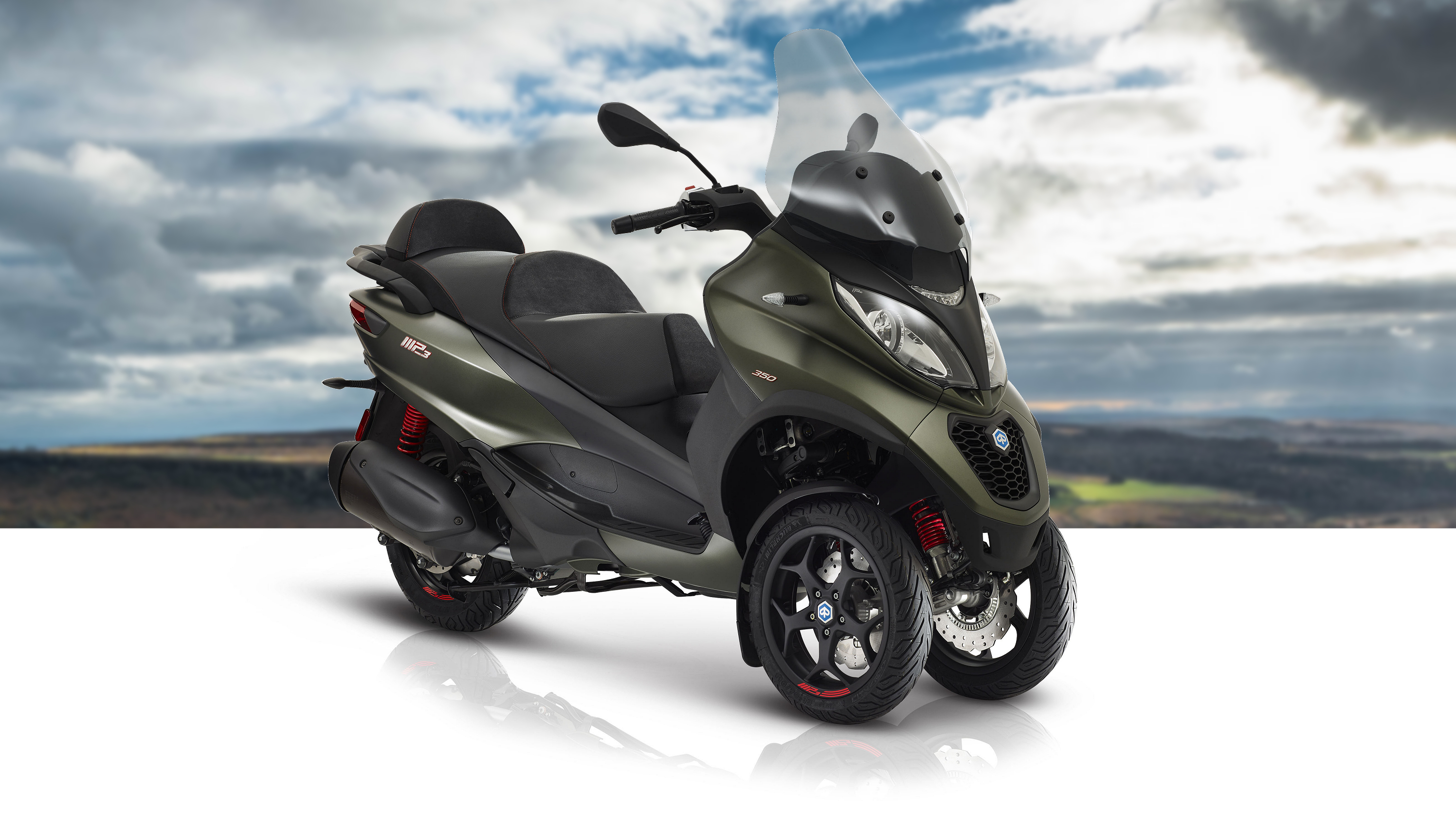 2018 Piaggio MP3 350 Pictures, Photos, Wallpapers.