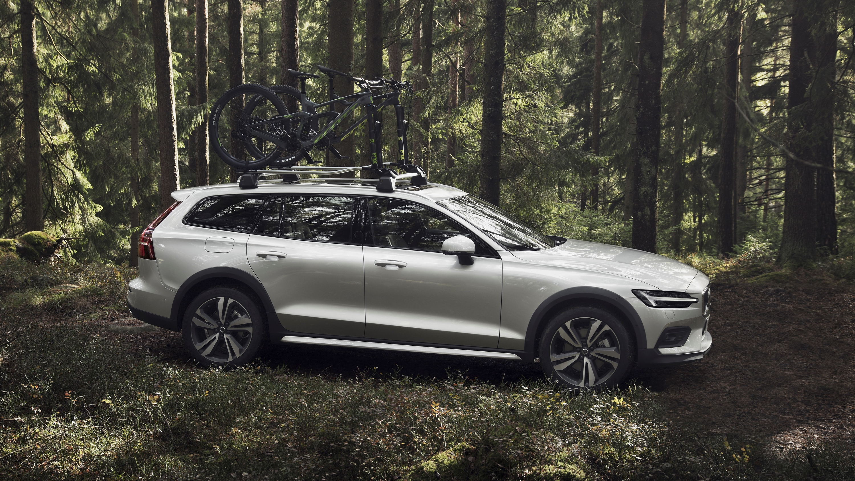 2019 Volvo V60 Cross Country | Top Speed