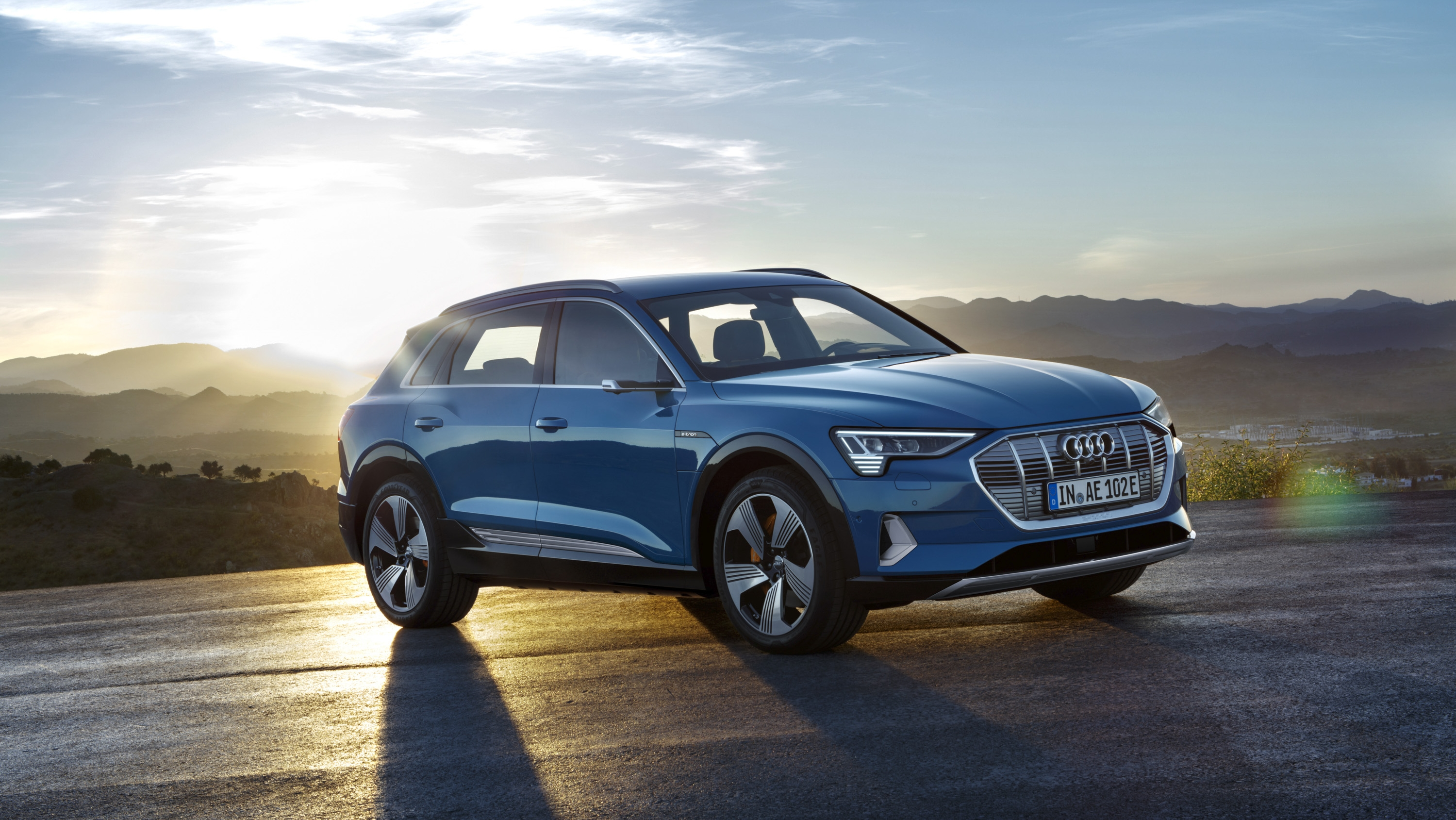 the 2019 audi e tron suv debuts with a 75 000 price tag. Black Bedroom Furniture Sets. Home Design Ideas
