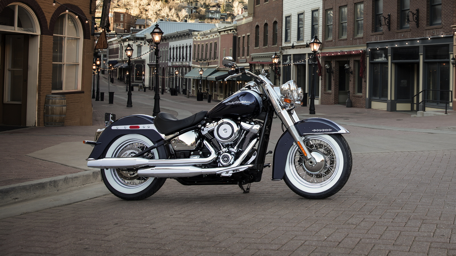2018 Harley-Davidson Softail Deluxe Pictures, Photos ...