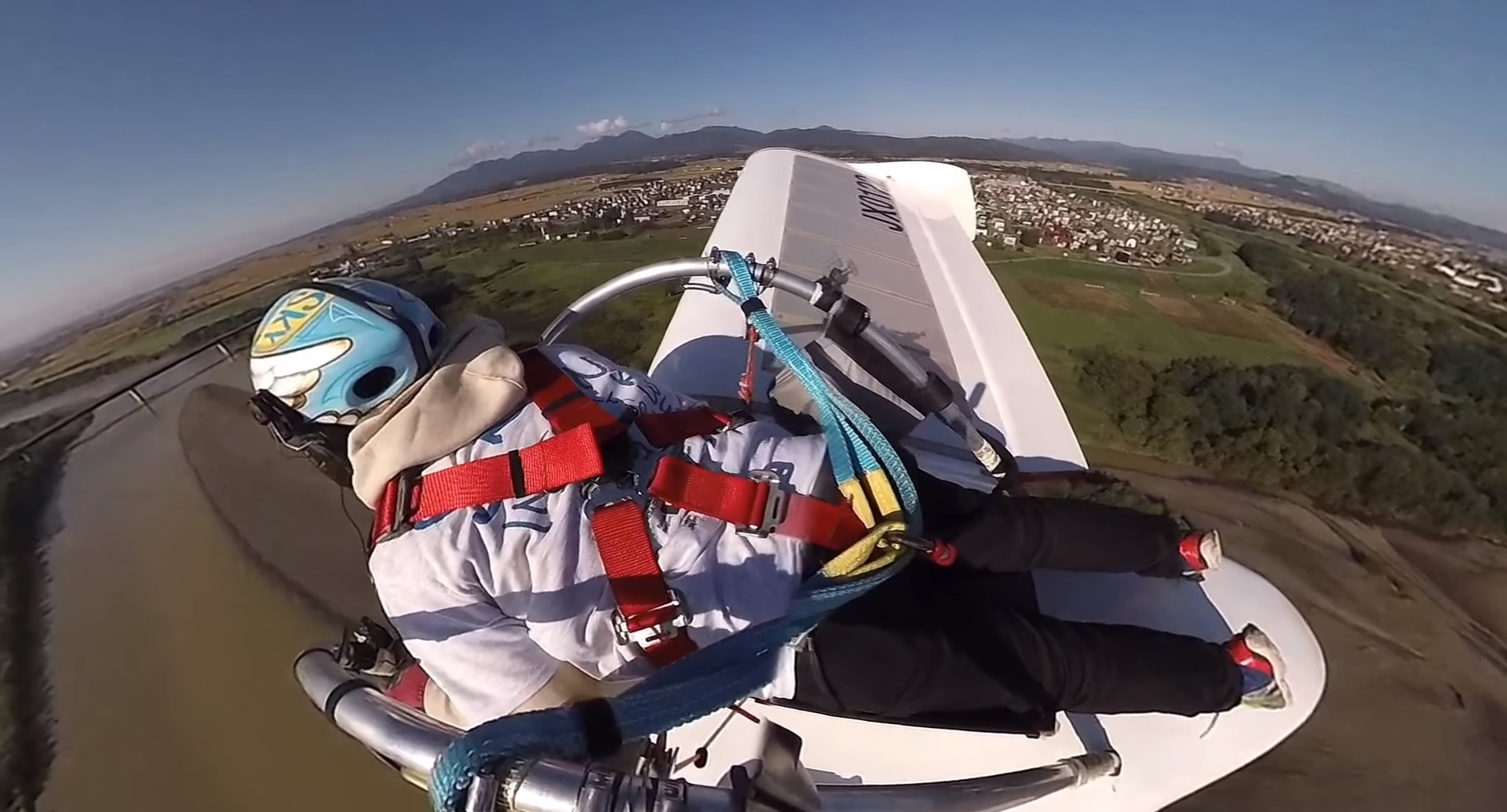 Opensky's M-02J Jet-Powered Glider Is The Coolest Thing You'll See