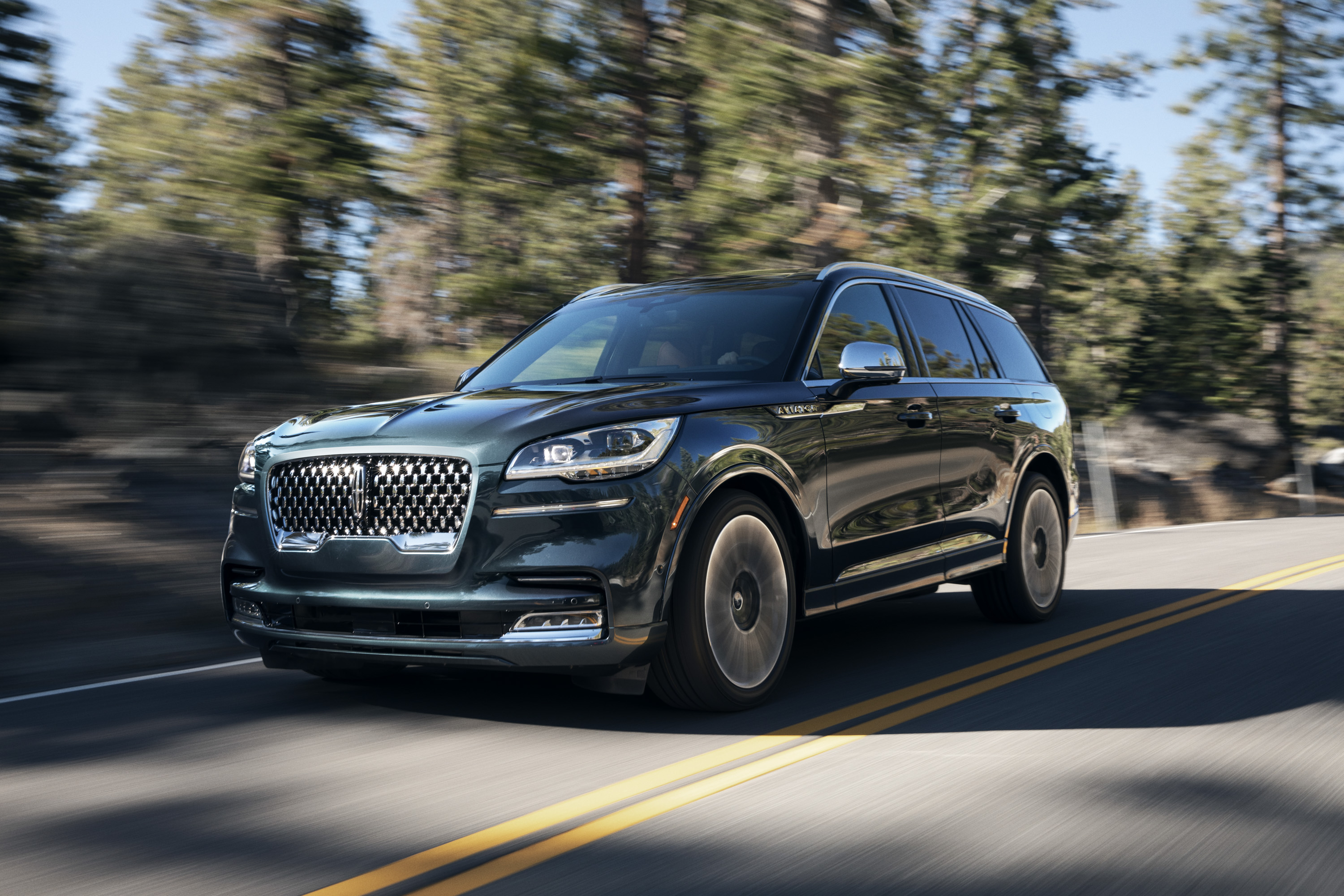 The New Lincoln Aviator Offers Third Row Seating Advanced