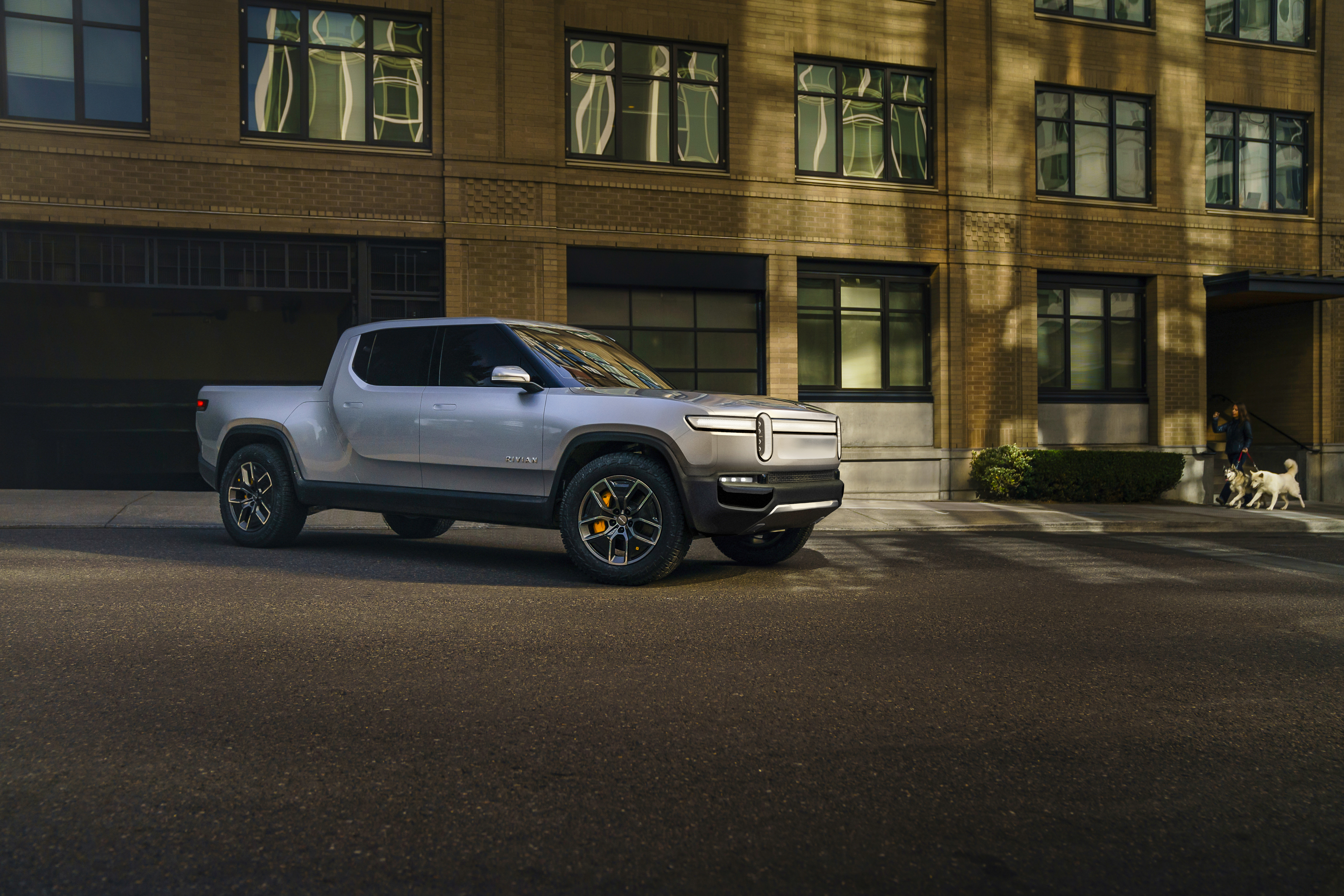 Towed Car Finder >> Rivian R1t Flexes Its Muscle With Eye Popping Towing