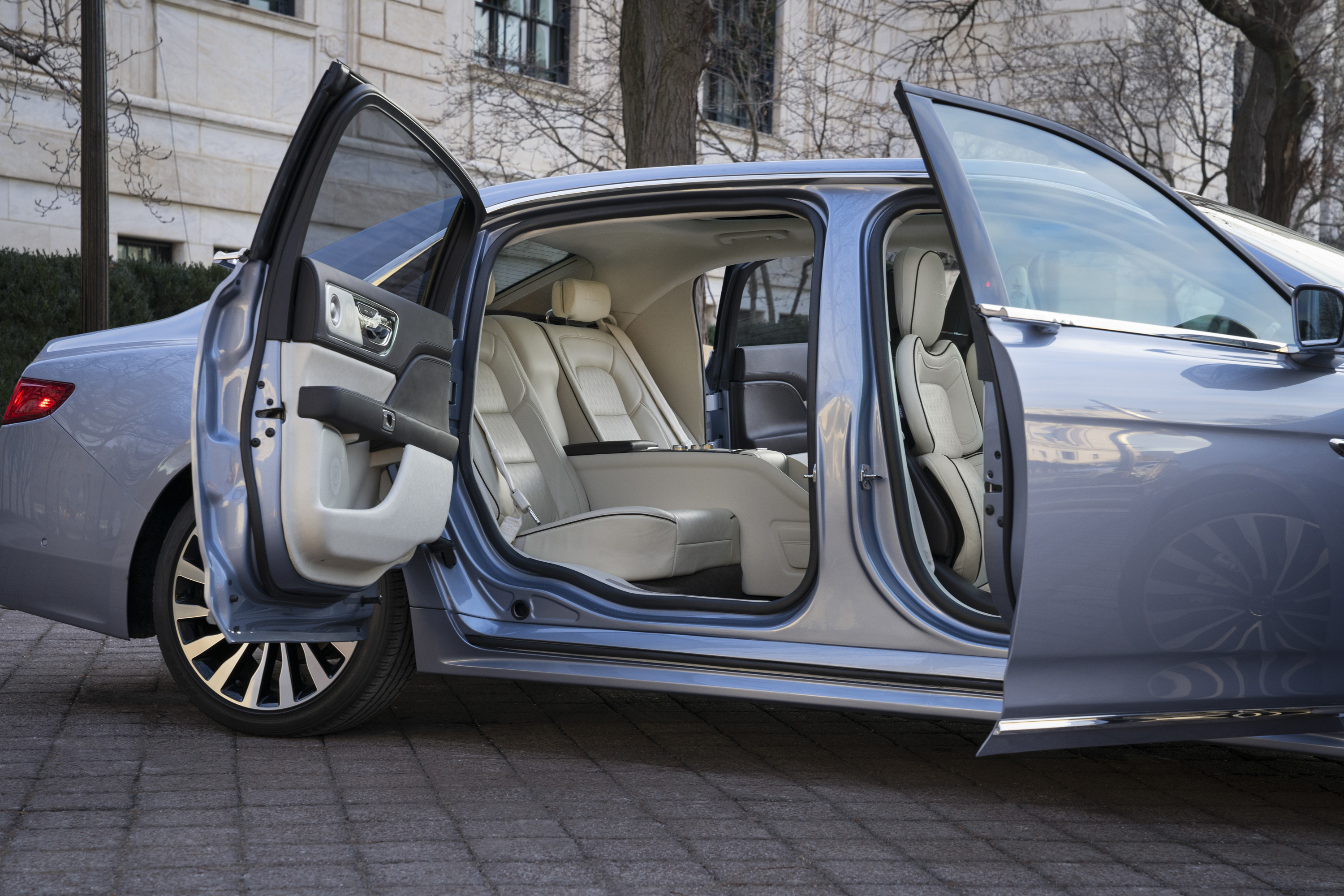 2020 Lincoln Town Car Images
