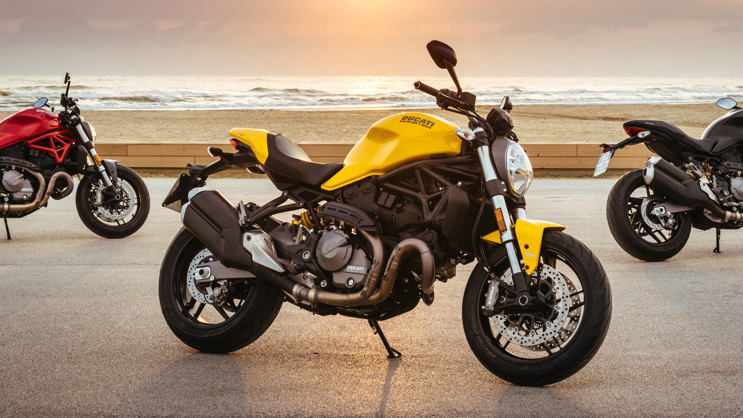 2019 Ducati Monster 821 Pictures, Photos