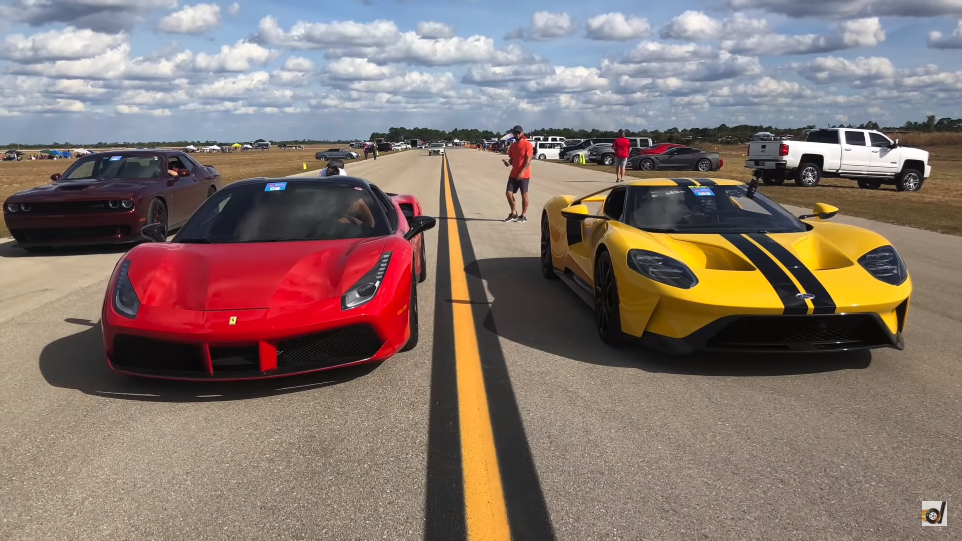 Watch a 2018 ford gt and a 2018 ferrari 488 spider duke it out over the half mile