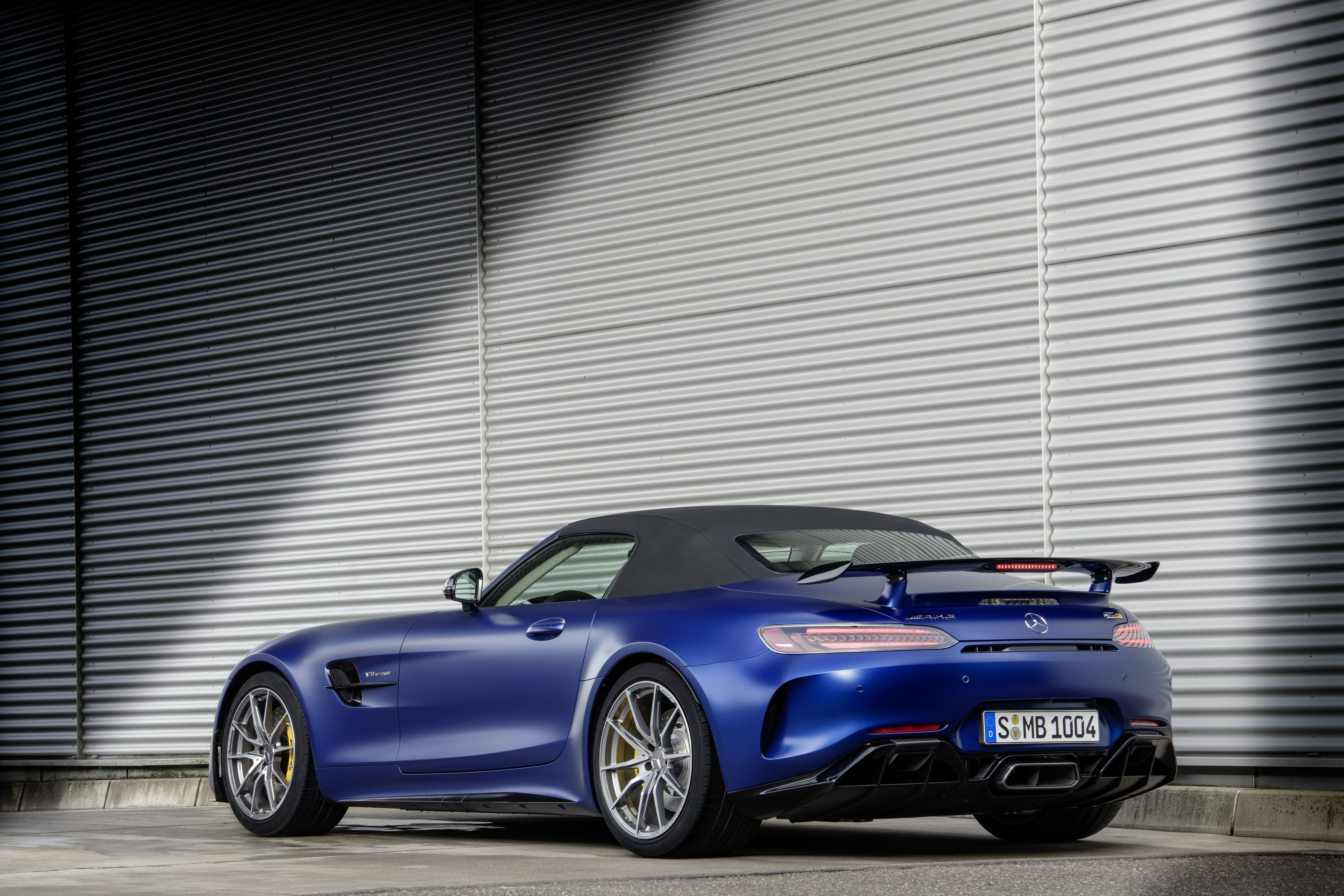 The Mercedes-AMG GT R Roadster Is The Ultimate But Limited ... on