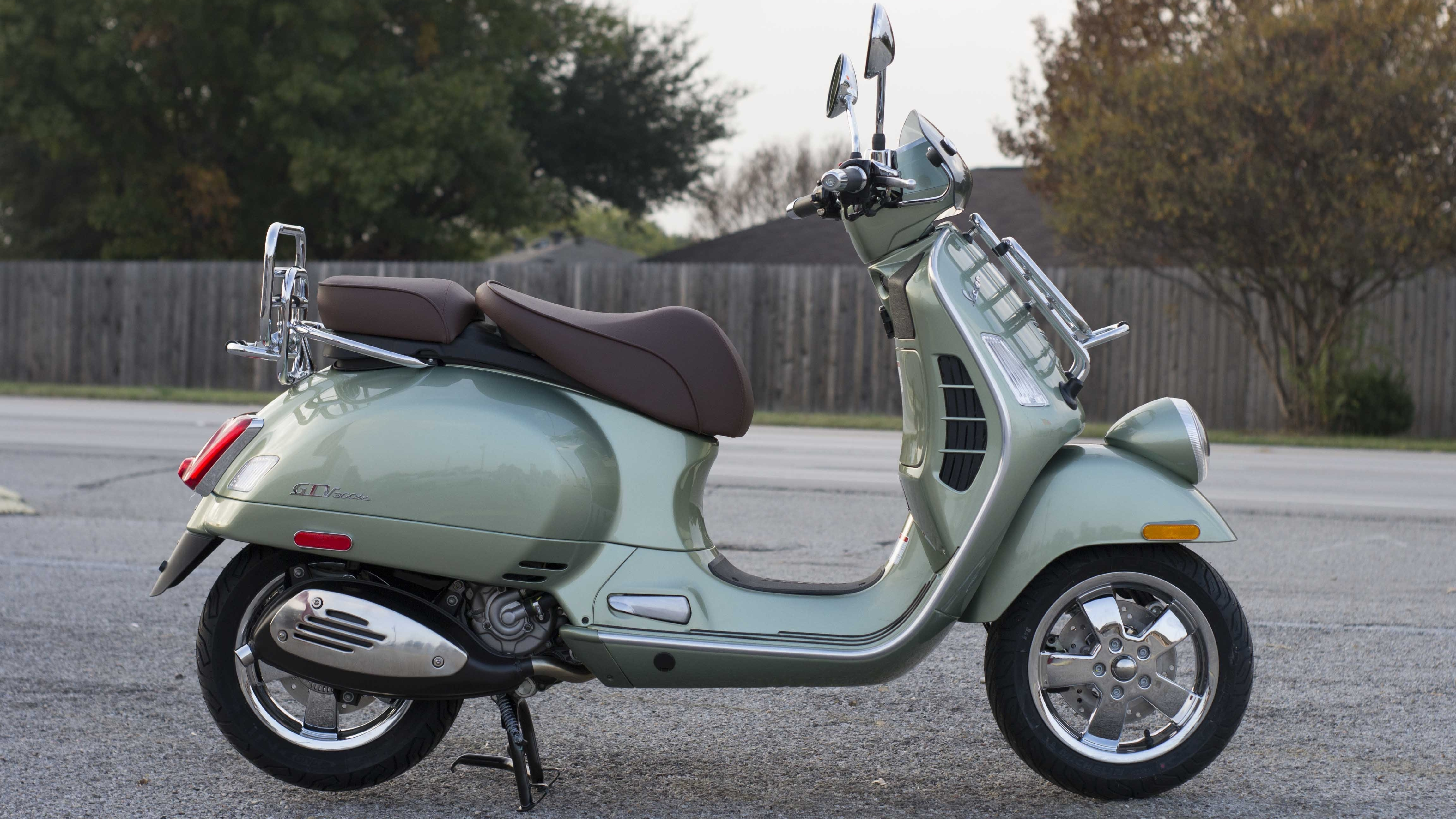 2016 2017 Vespa Gtv 300 Abs Pictures Photos Wallpapers