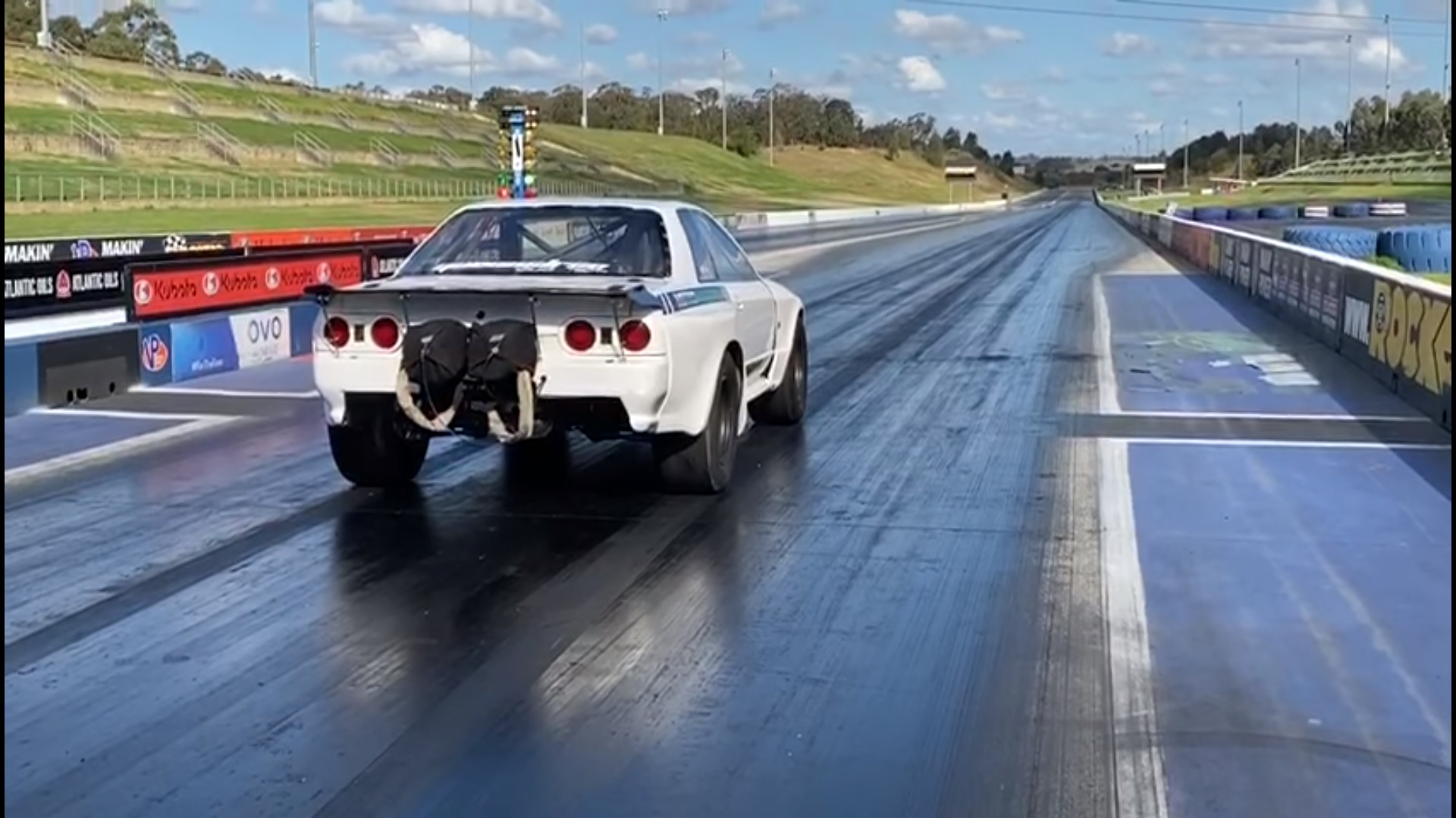 An R32 Nissan Skyline Just Became The Worlds Fastest Awd Vehicle With A Sub 7 Second Quarter Mile